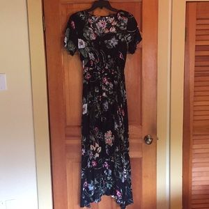 ✨Never Worn✨ Button up Floral Casual Maxi Dress